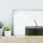 Das Digitalradio Music DAB+ von Grundig sorgt zuhause und unterwegs für besten Empfang