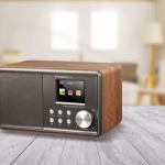 Albrecht DR 871: Klangvolles Digitalradio mit Walnuss-Holzdesign